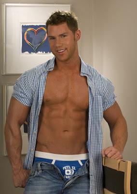 Hot Muscle Stud Benjamin Bradley