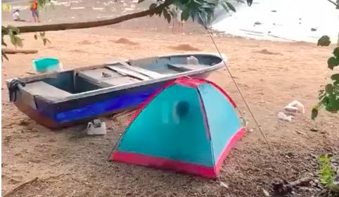 Pasangan sejoli Tertangkap Kamera Tengah Bercinta di dalam Tenda di Wu Kai Sha Beach