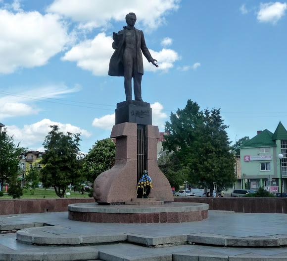 Дрогобыч. Памятник Т. Г. Шевченко 1991 г.