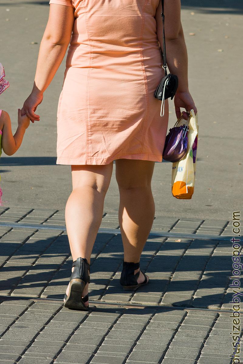 объединяться фото толстые ноги баб в юбках должна ему доверять