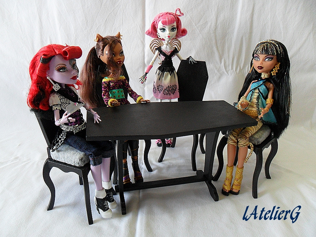 Latelierg 12 Special Monster High La Table