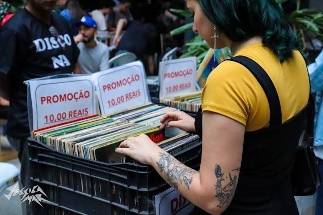 Comunidade da música lança a iniciativa #LoveRecordStores para ajudar lojas de discos independentes