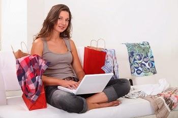 como vender roupas pela internet mulher comprando online