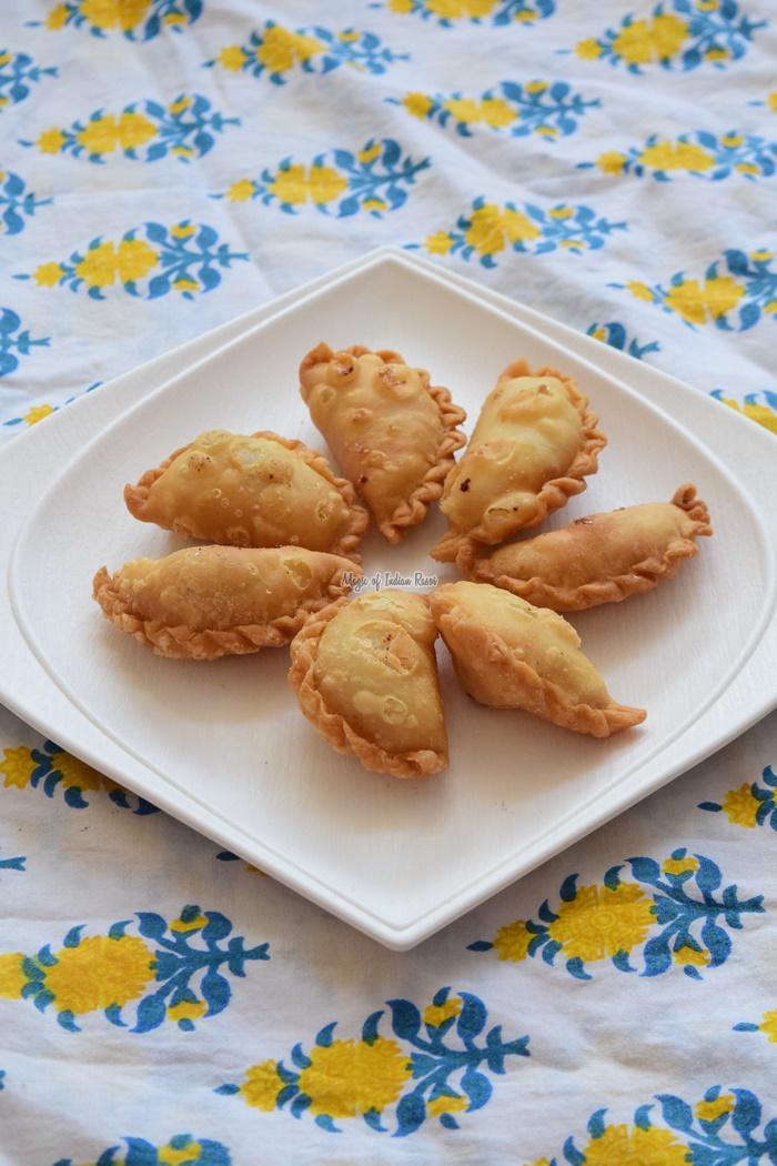 Mini Dry Sweet Gujiya - Sooji Ki Karanji - Gujarati Sweet Ghugra - Priya R - Magic of Indian Rasoi