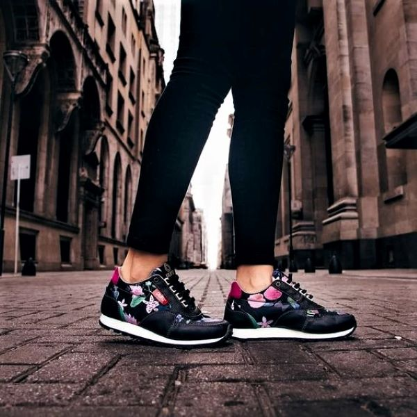 Sports shoes leave the gym: tips for including them in your urban look