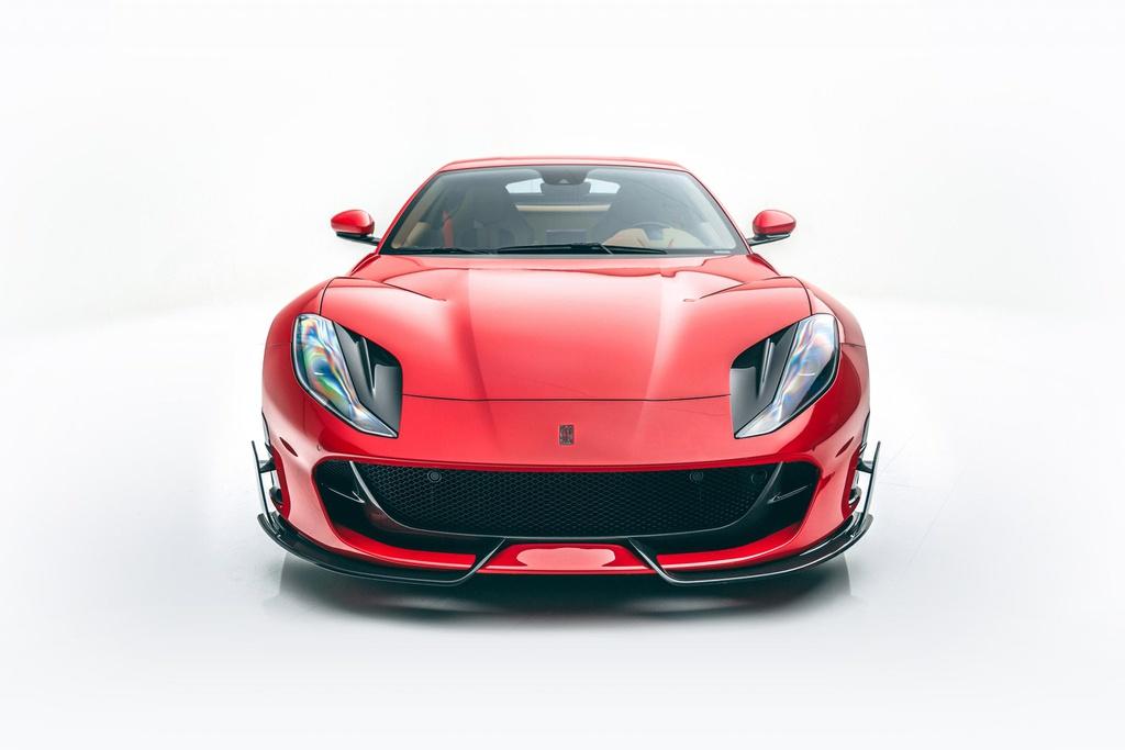 Chi tiết Ferrari 812 Superfast bản độ của Mansory