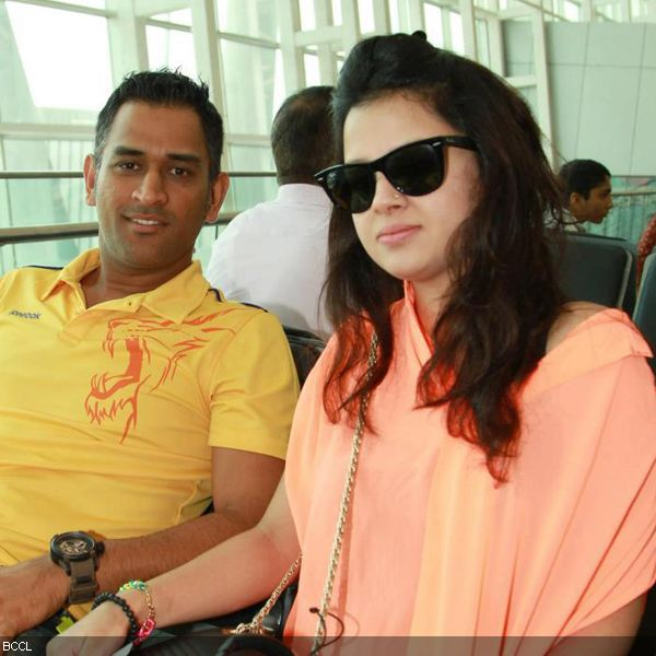 Full HD Photo of Sakshi Dhoni with Mahendra Singh Dhoni