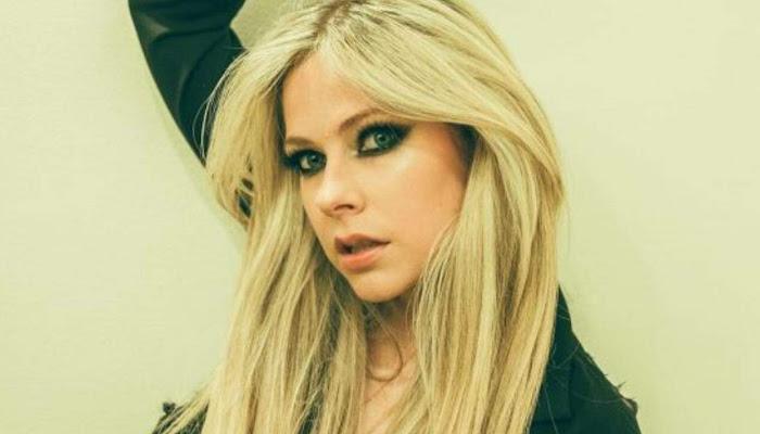 Avril Lavigne vuelve al estudio y provoca la reacción de todos sus fans
