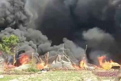noida slum fire