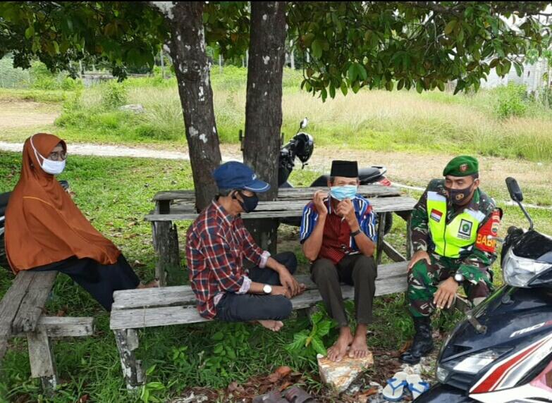 Lakukan Komsos, Babinsa Desa Cemaga Utara Himbau Warga Binaan Jaga Kesehatan dan Selalu Terapkan Prokes