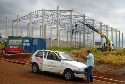 A construção do galpão da Transdora foi confiada à Construtora Açovia, com sede no município de Maristela, na região de Sorocaba, São Paulo.