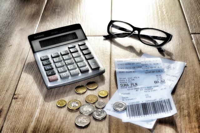 Jak kontrolować swoje miesięczne wydatki?