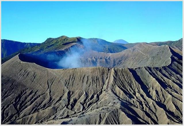 Kawah Gunung Bromo ;10 Top Destinasi Wisata Malang;Taman Nasional Bromo Tengger.;