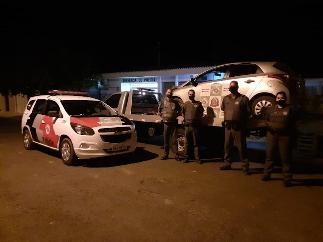 PM recupera carro roubado e prende dois indivíduos no distrito de Cuiabá Paulista