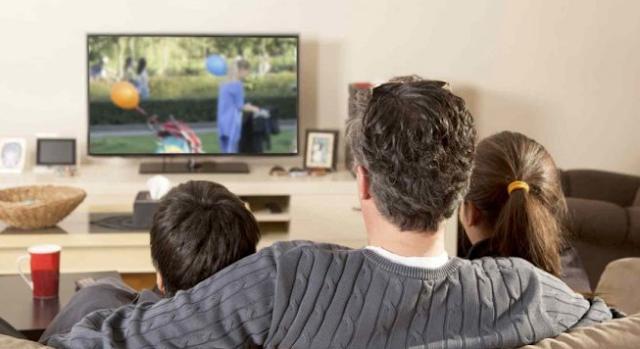 Tips Supaya Tidak Bosan Nonton TV di Rumah
