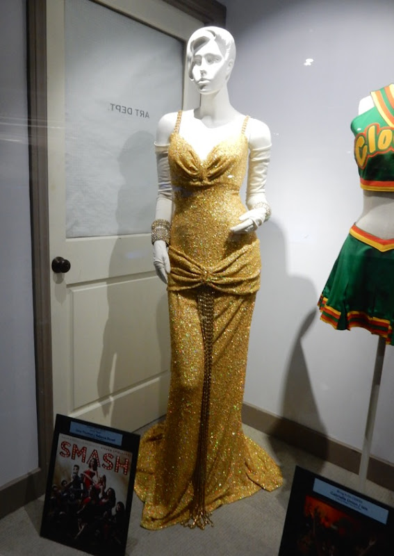 Uma Thurman Smash Marilyn Monroe gold dress