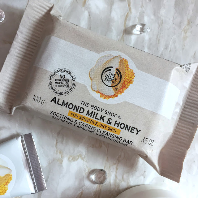 The Body Shop Almond Milk And Honey Soothing & Caring Cleansing Bar