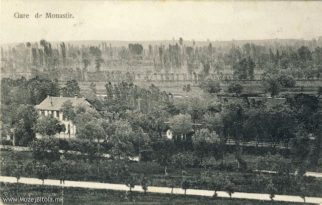 Железничката станица гледана од Тумбе Кафе на разгледница од 1910 година. Испратена во Франција, на 16 ноември 1910 година.