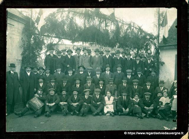 Photo ancienne : groupe, gloire aux poilus