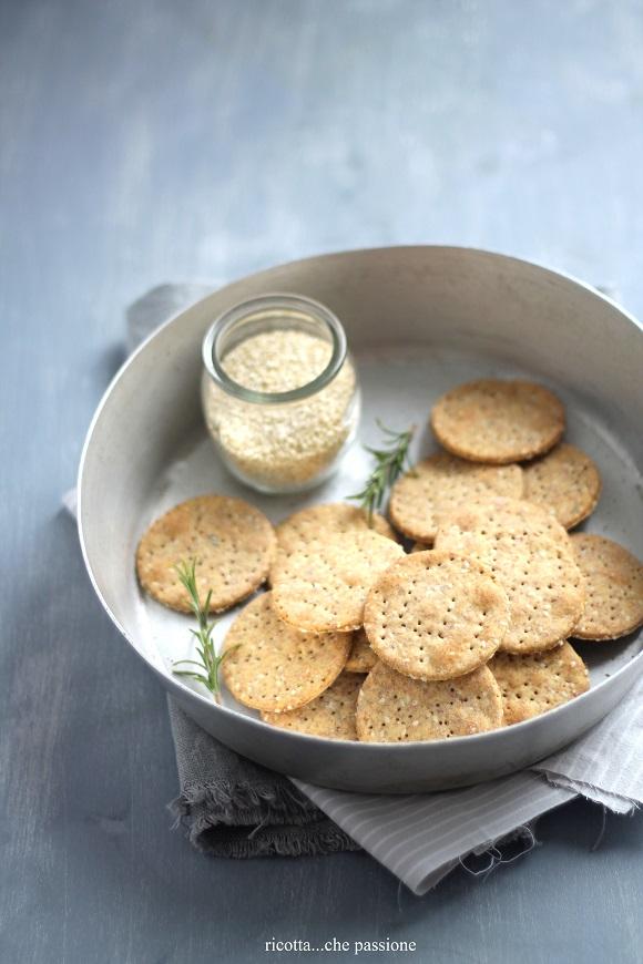 crackers  integrali all'acqua con ceci e sesamo