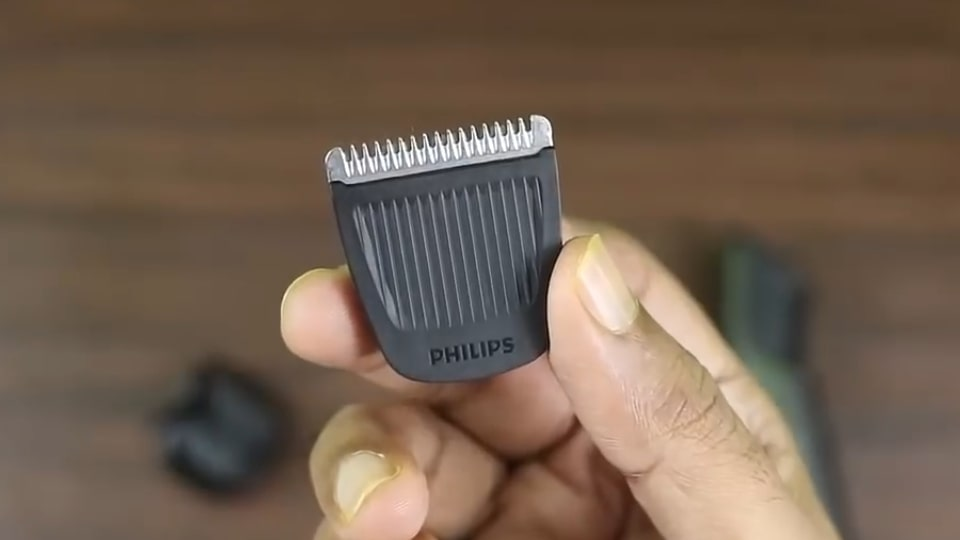 Stainless steel blades of this trimmer.