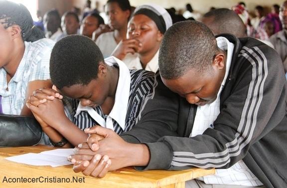 Cristianos orando en Eritrea