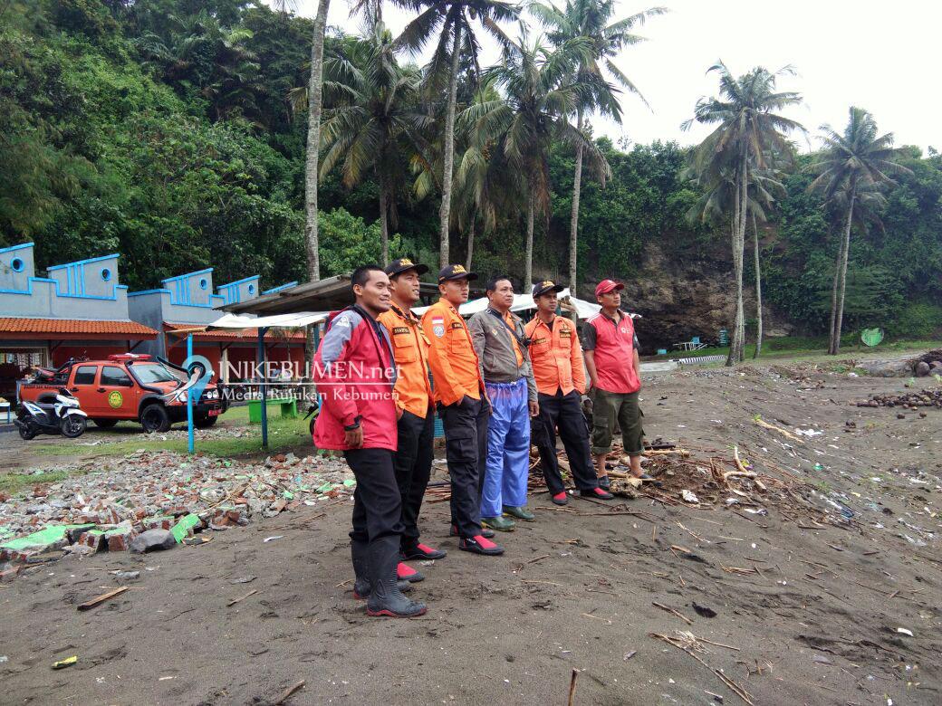 Dua Pemancing yang Hilang di Pantai Karangbolong Belum Ditemukan