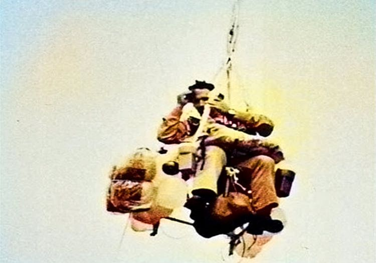 Larry Walters balonlarla uçmasının ardından dünyaca tanınan meşhur biri haline geldi.