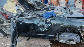 Carro capota e duas pessoas ficam feridas em Ruy Barbosa