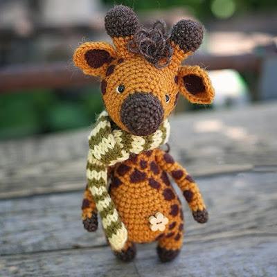 Вязаный жираф амигуруми