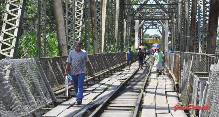 El puente entre Sixaola en Costa Rica y Guabito en Panamá es la frontera entre ambos países. En Blog de Viajes, Bocas del Toro con niños