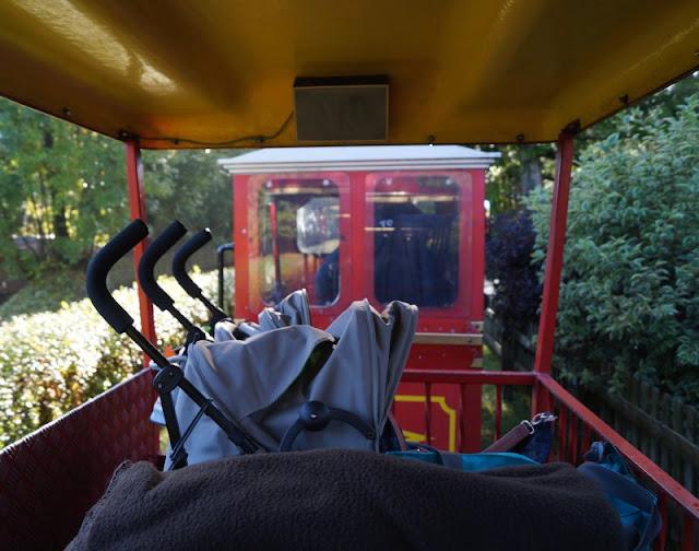 Die Tolk-Schau: Ein spannender Familien-Freizeitpark für Groß und Klein. In der Parkbahn könnt Ihr Kinderwagen und Buggys mitnehmen.