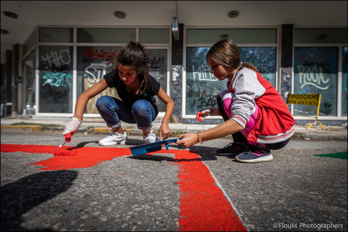 Χρωματίζοντας δρόμους στα Τρίκαλα (ΦΩΤΟ)