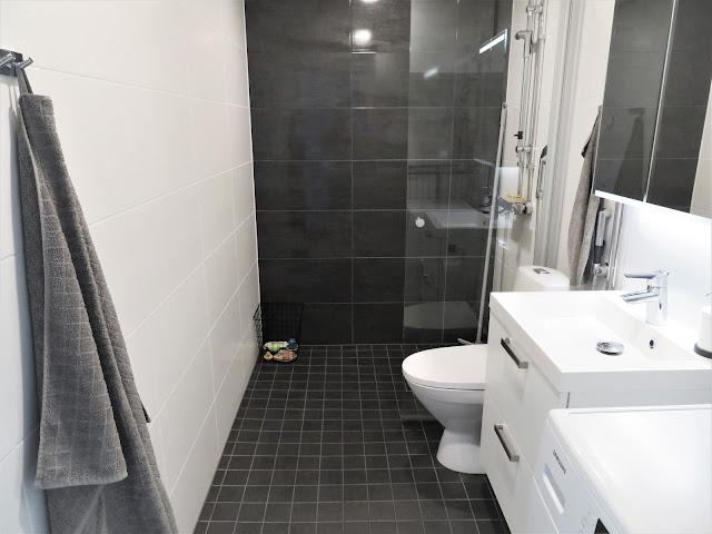 Näkymä kylpyhuoneen ovelta