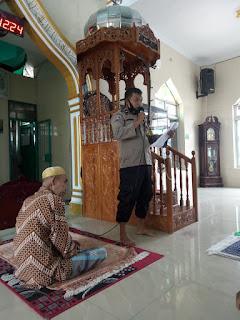 Cegah Kluster Baru Covid 19 di Perayaan Natal dan Tahun Baru Bhabinkamtibmas Tabaringan Imbau Warganya di Masjid