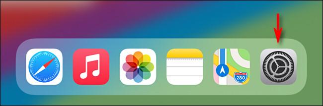 اضغط على أيقونة تطبيق الإعدادات الرمادية على iPad - iPadOS