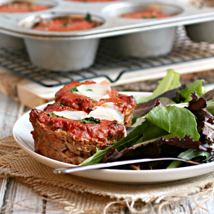 Recipe for mini meatloaves made in a muffin tin and flavored with Italian seasoning.