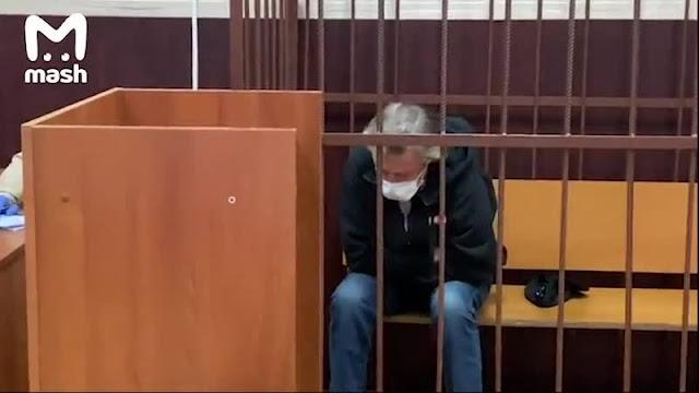 После «пьяной» аварии Михаил Ефремов проведет под домашним арестом два месяца