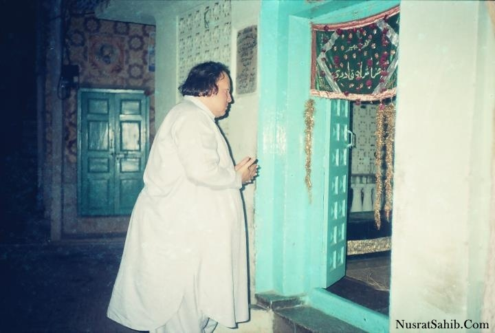 Ustad Nusrat Fateh Ali Khan during Pray time | NusratSahib.Com