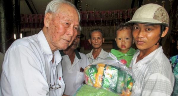 Cụ ông 99 tuổi ở miền Tây giúp đỡ 4.000 người với số tiền hơn 17 tỷ