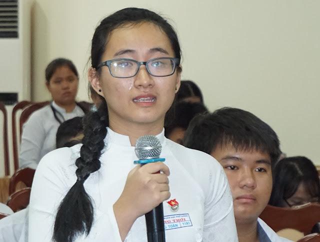 nữ sinh Phạm Song Toàn (lớp 11, THPT Long Thới, huyện Nhà Bè, TP.HCM)