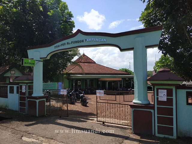 Gerbang Ponpes Al Furqon Pampangan OKI