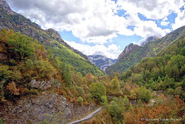 Carretera a Añisclo, Huesca por El Guisante Verde Project