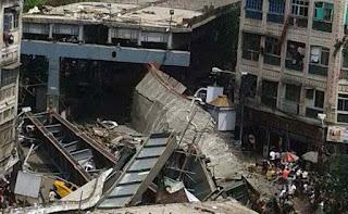 কলকাতায় ভেঙে পড়েছে উড়ালসেতু, বহু হতাহত