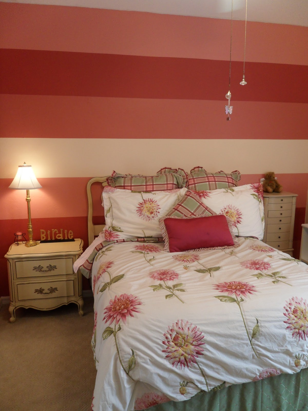 LC Design: Striped Bedroom Walls