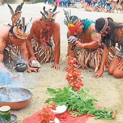 Salango, il luogo della scoperta dei caschi del cranio utilizzati nelle sepolture infantili celebra molti rituali come il Festival de la Balsa Manteña.