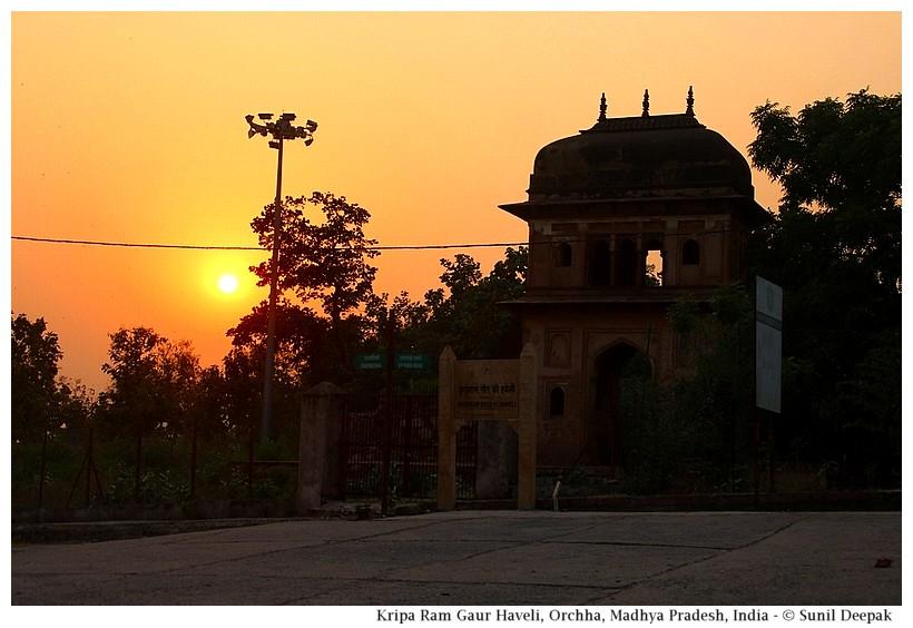 Kripa Ram Gaur kothi ruins, Orchha, Madhya Pradesh, India - Images by Sunil Deepak