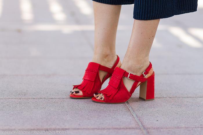 Sandalias con flecos y perforaciones con tacon ancho y comodo color Rojo Amapola de Fratelli Rossetti Made in Italy