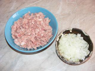 retete cu carne tocata de porc, preparate din porc si ceapa, retete culinare,