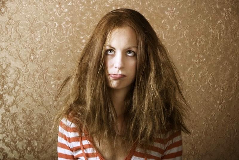 Yaz güneşi saçları olumsuz etkiliyor